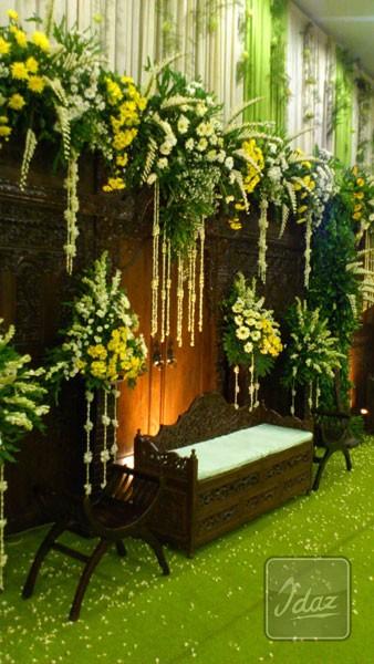 dekorasi-pelaminan-tradisional-royal-wedding-by-Idaz-dekorasi