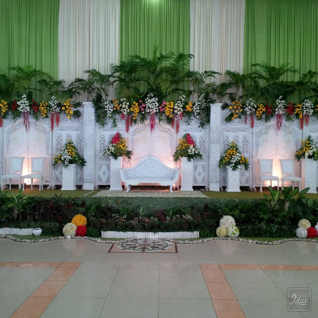 dekorasi gebyok putih di kudus