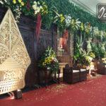 dekorasi-gebyok-kudus-dan-gunungan-wayang-di-majesty-palace-hotel-griptha-kudus