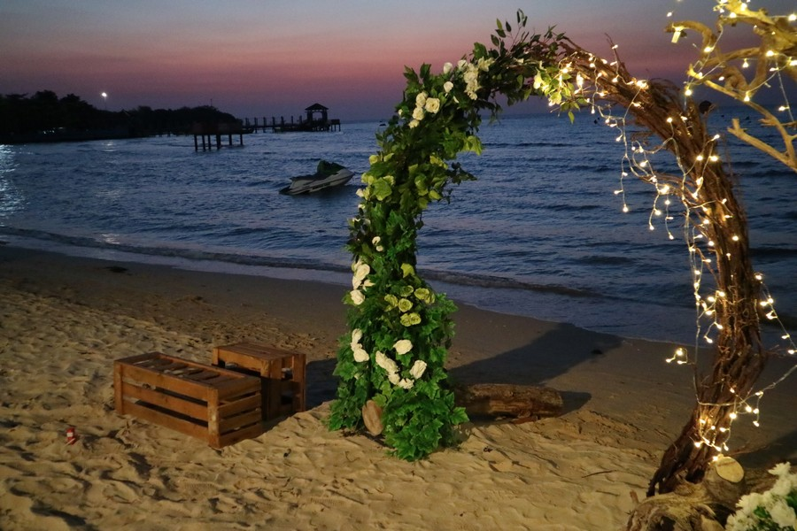 dekorasi foto booth di jepara palm beach hotel bandengan