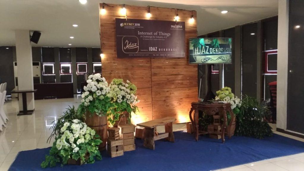 Dekorasi rustic foto booth by idaz dekorasi WA 0857 2747 4741 dan 0811 650 5758